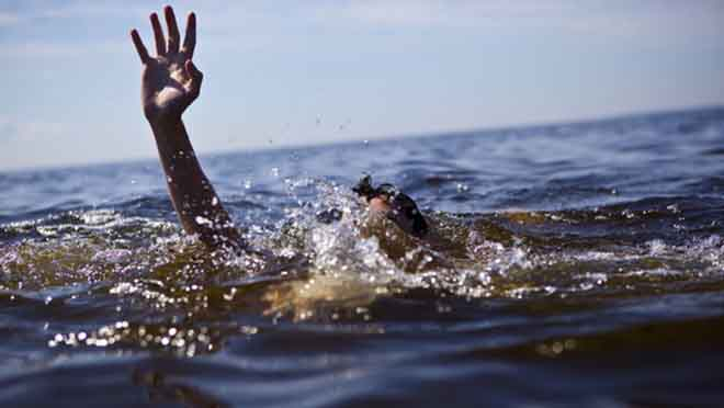 Đau đớn 5 đứa trẻ ngã xuống sông chết đuối ở Hà Nội