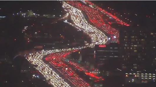 VIDEO: Cảnh tắc đường tuyệt đẹp nhân ngày Lễ tạ ơn ở Mỹ nhìn từ trên cao