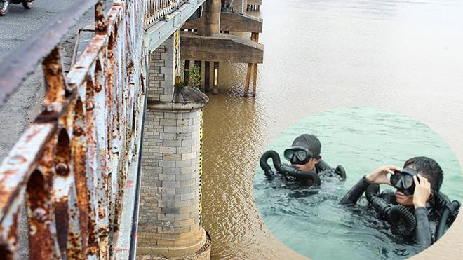 Người nhái của Bộ Tư lệnh Công binh sẽ lặn đỡ bom dưới chân cầu Long Biên