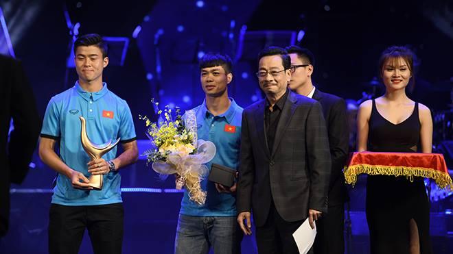 XEM TRỰC TIẾP Lễ trao giải Âm nhạc Cống hiến 2018: Ngọt band lại giành Cup từ tay Công Phượng