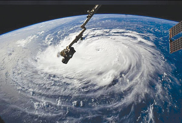 Điều gì xảy ra khi siêu bão MANGKHUT và bão số 5 gặp nhau?