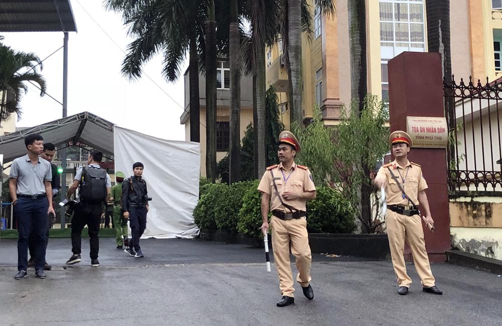 CẬP NHẬT: Tòa án tỉnh Phú Thọ bắt đầu xét xử vụ án đánh bạc nghìn tỷ