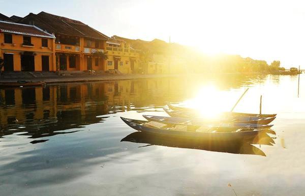 Hà Nội, miền Bắc lạnh về đêm và sáng sớm, Nam Bộ ngày nắng, đêm mưa
