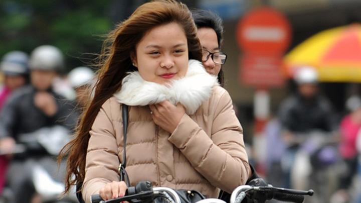 Gió mùa Đông Bắc mang không khí lạnh về, Hà Nội và miền Bắc có mưa, rét buốt