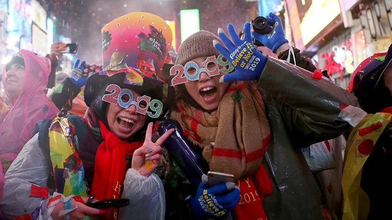 Lễ đón Năm Mới ở Quảng trường Thời đại, New York, Mỹ