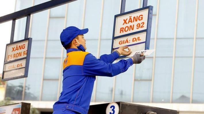 Từ 15 giờ hôm nay, giá xăng dầu tăng gần 1.000 đồng/lít