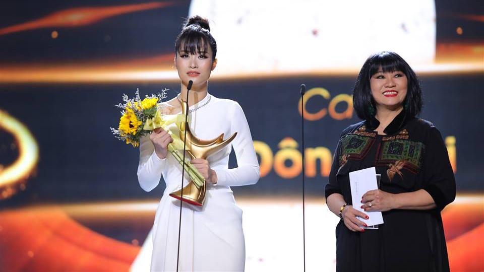 TRỰC TIẾP Lễ trao giải Giải Âm nhạc Cống hiến 2019: Đông Nhi khóc khi đạt giải thưởng Ca sĩ của năm