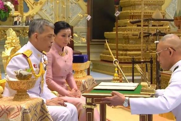 Hoàng hậu thái lan, Nhà vua thái lan, Vua Thái Lan, Nhà vua Thái Lan đăng quang, Hoàng hậu Thái Lan Suthida, Hoàng hậu Suthita, Vua Thái Vajiralongkorn