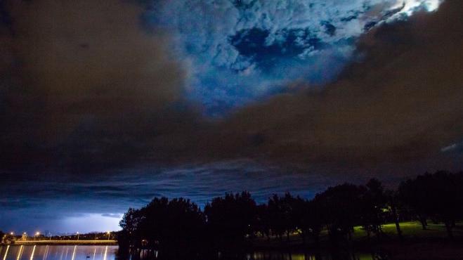 Dự báo thời tiết ngày 17/6: Hà Nội chiều tối có mưa rào và dông, miền Trung nắng nóng