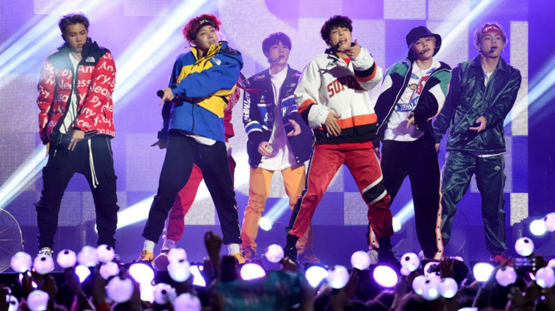 BTS, Màn diễn của BTS ở Saudi Arabia gây phẫn nộ, Love Yourself Speak Yourself, Boy With Luv, BTS news, BTS tin tức, BTS Đồng tính, BTS song tính, BTS tour