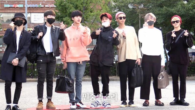 BTS, Jin BTS, Jin luôn bị lạc loài mỗi khi đi với BTS, Mnet Asian Music Awards 2016, DNA, BTS quảng bá cho FAKE LOVE, BTS Jin, thời trang bts