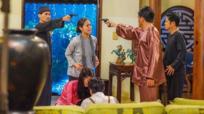 Tiếng sét trong mưa: Hải chống đối Khải Duy, cha con chĩa súng vào nhau trước mặt Thị Bình