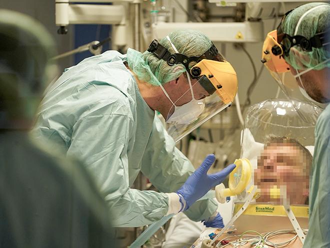 Thế giới có 784.381 ca mắc COVID-19, 37.780 người đã chết, gần 30 nghìn người đang nguy kịch