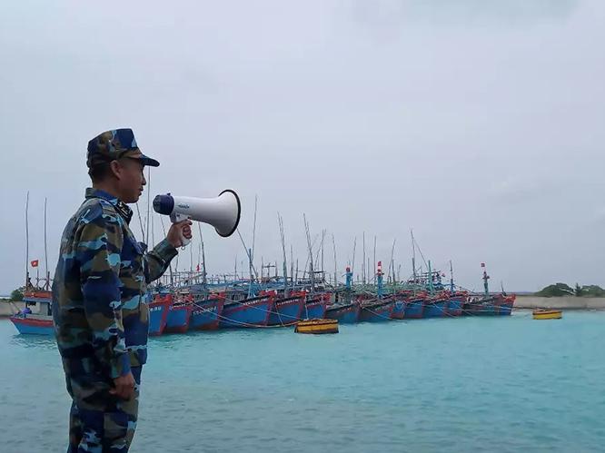 Bão số 9 đi vào đất liền từ Đà Nẵng đến Phú Yên với sức gió mạnh giật cấp 15