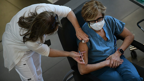 Thế giới hơn 77 triệu ca mắc Covid-19, trong đó có 1,7 triệu người tử vong