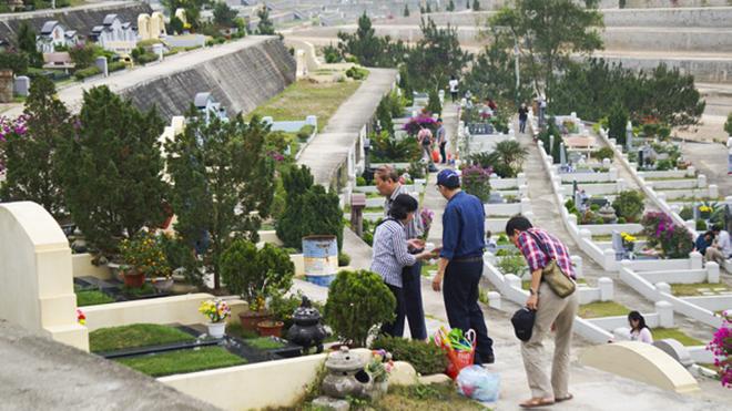 Phong tục tảo mộ cuối năm ngày Tết của người Việt Nam