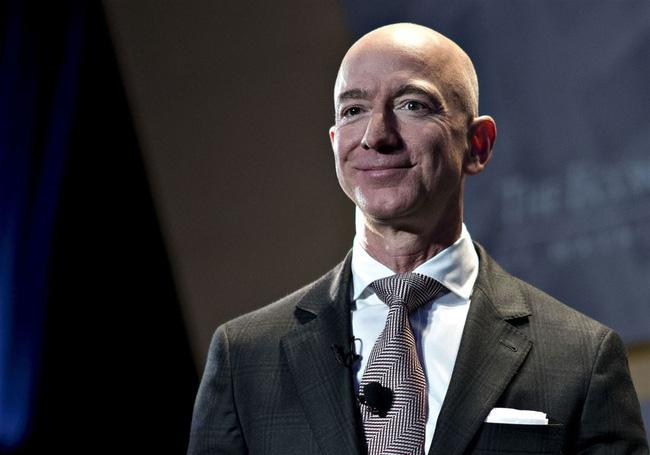 Tỷ phú Jeff Bezos từ chức CEO của Amazon