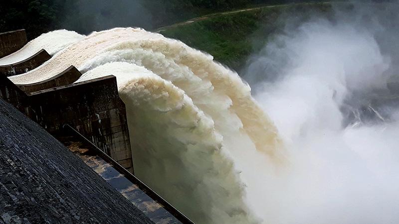 Mưa lũ diện rộng, 13 giờ hôm nay mở cửa xả đáy hồ thủy điện Sơn La và Hoà Bình