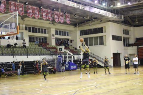 Các cầu thủ Saigon Heat ráo riết tập luyện cho trận ra mắt đầu tiên trên sân nhà