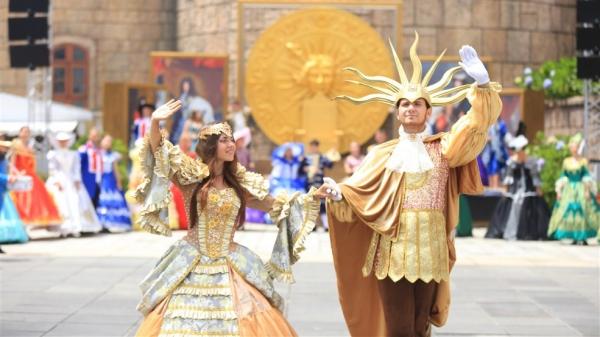 Xem show carnival lớn nhất từ trước đến nay trên đỉnh Bà Nà, du khách choáng ngợp
