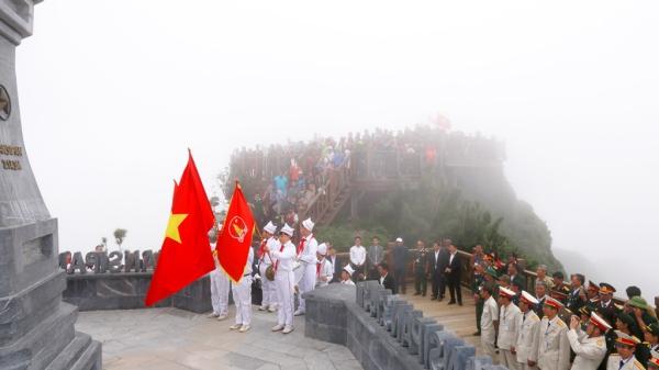 Lễ thượng cờ trên đỉnh thiêng Fansipan sẽ được tổ chức hàng tuần