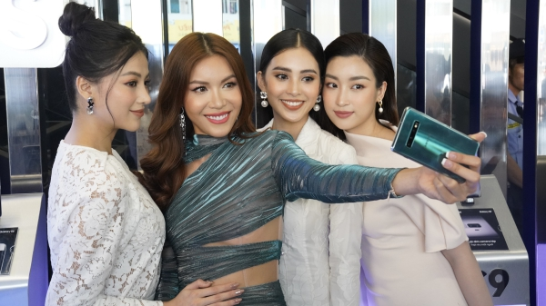 Minh Tú, Mỹ Linh, Tiểu Vy, Phương Khánh bất ngờ xuất hiện trên phố khoe nhan sắc mỹ miều