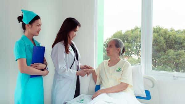 Bệnh viện Mắt Quốc tế Hoàn Mỹ phẫu thuật miễn phí cho người đục thủy tinh thể