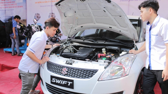 Suzuki tặng xe cho các trường Đại học và Cao đẳng