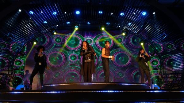 Show Boney M 'Lửa mùa hè' tại Vinpearl Nha Trang: Âm nhạc quyến rũ mọi thế hệ