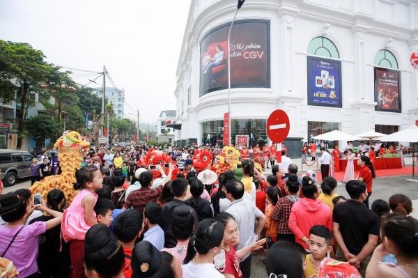 Hình ảnh: Vincom khai trương đồng loạt 03 TTTM tại Sơn La, Nghệ An và TP.HCM số 2