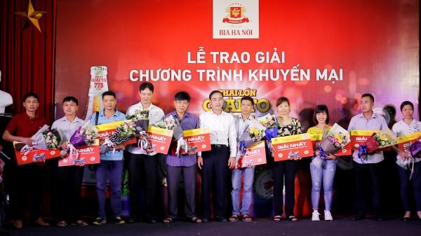 Bật nắp bia Hà Nội - hàng trăm khách hàng rinh xe máy Honda Airblade và tivi Samsung