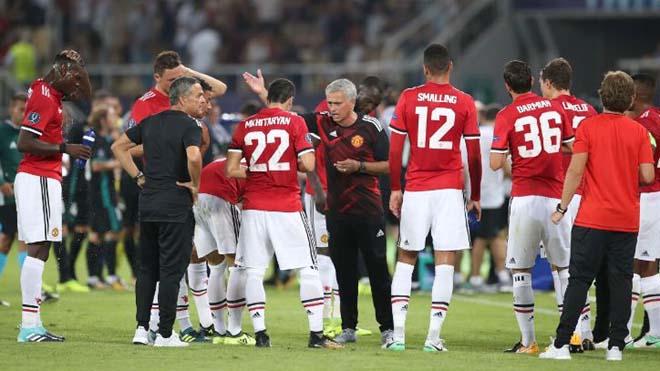 HỌ ĐÃ NÓI, Mourinho: 'Bàn của Casemiro chắc chắn việt vị'; Zidane: 'Real vẫn khát thắng lắm'