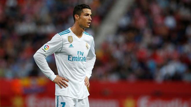 Cứ đá thế này, Ronaldo rất dễ mất Bóng vàng vào tay Messi