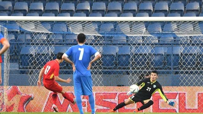 ĐIỂM NHẤN: U23 Việt Nam bỡ ngỡ với 3-4-3, không thể thiếu Quang Hải