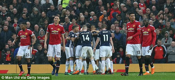 Video clip highlights bàn thắng trận M.U 0-1 West Brom: 'Quỷ đỏ' giúp Man City vô địch sớm