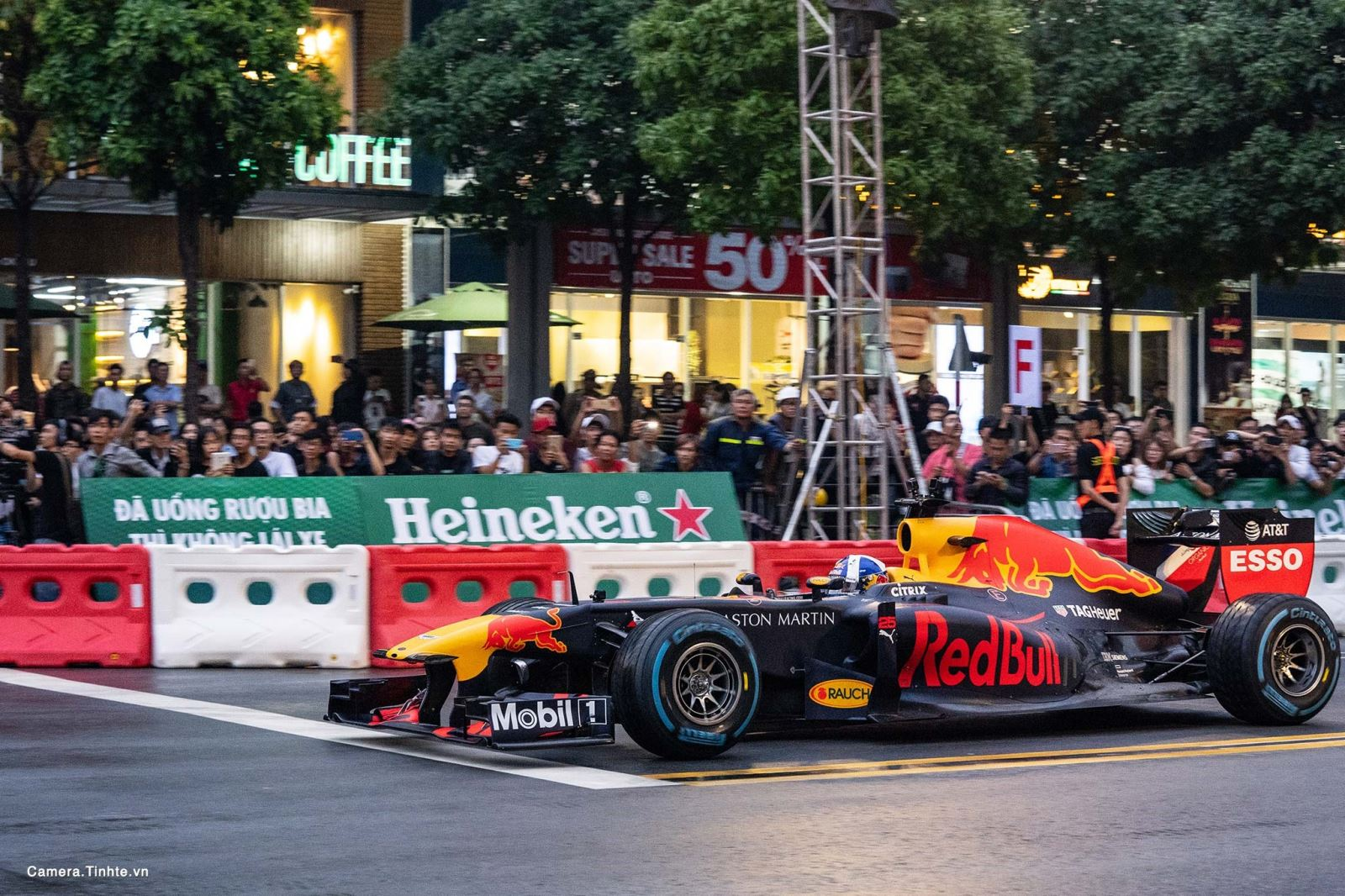 """""""Trải nghiệm hoàn hảo cùng F1"""" - cơn lốc nóng nhất mùa Hè này với Heineken"""
