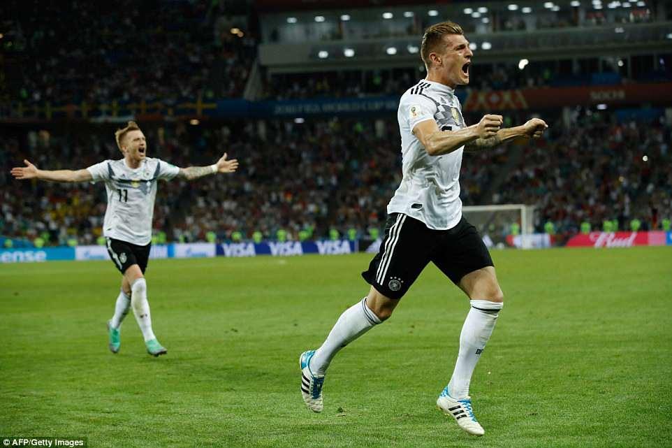 VIDEO: Toni Kroos cứu rỗi Đức bằng 'siêu phẩm' sút phạt