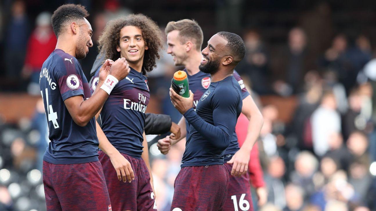 Đằng sau thành công của Arsenal: Emery luôn biết mình, gần gũi và đứng lên bảo vệ cầu thủ