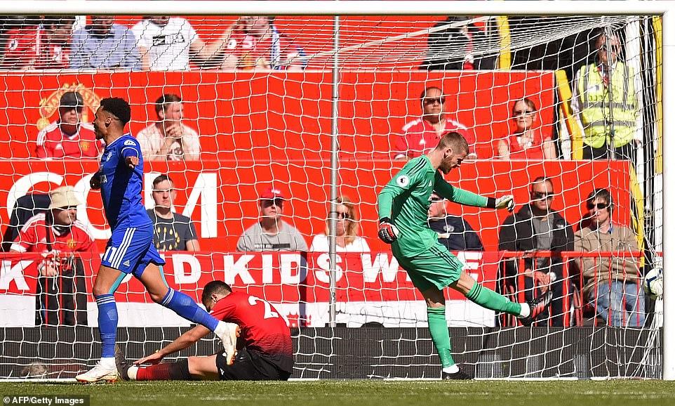 VIDEO MU 0-2 Cardiff: Nỗi xấu hổ ở Old Trafford