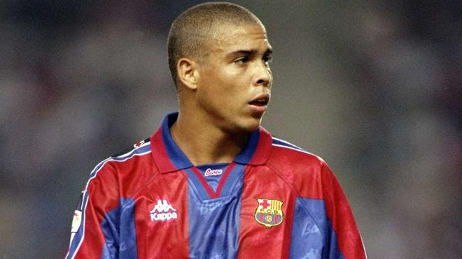 Mãn nhãn với màn trình diễn huyền thoại của Ronaldo trong màu áo Barcelona