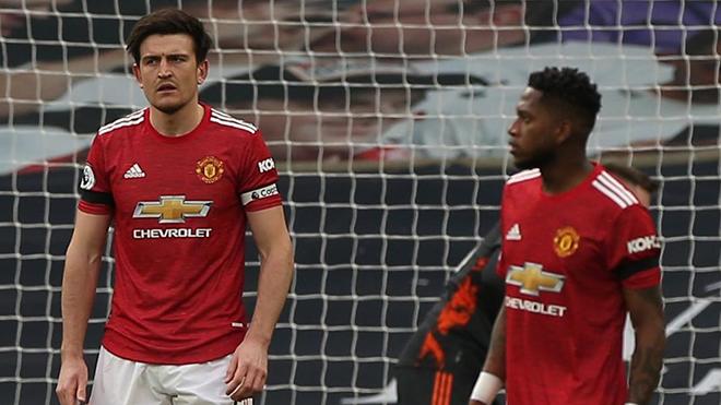 Tin bóng đá MU 26/4: Maguire gọi Fred là 'thằng ngốc'. Solskjaer bị chỉ trích chơi tiêu cực