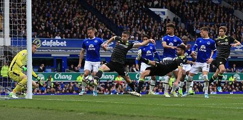 Cahill nhân đôi cách biệt cho Chelsea