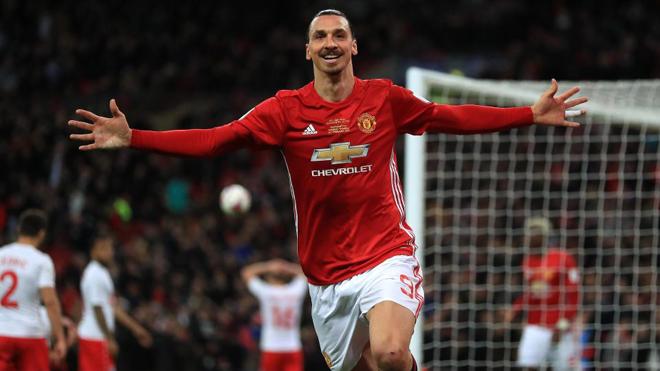 Ibrahimovic phẫu thuật thành công, Man United chuẩn bị gia hạn hợp đồng