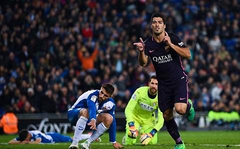 Luis Suarez ấn định tỷ số 3-0 cho Barcelona