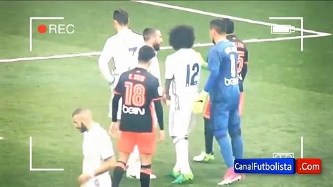 Alves bị Marcelo ngăn cản tiếp cận Ronaldo