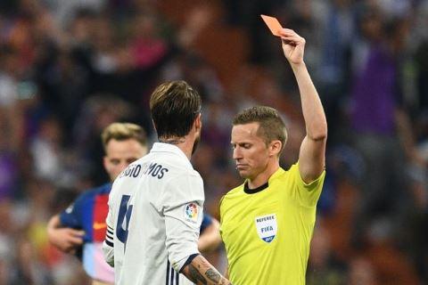 "Ramos ""chịu tội thay"" cho Casemiro"