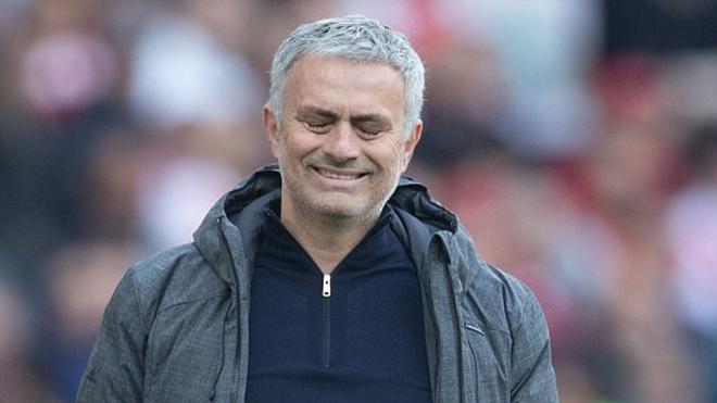 Man United thua Arsenal, Mourinho cũng 'mất tích' luôn trên tuyến xe về nhà