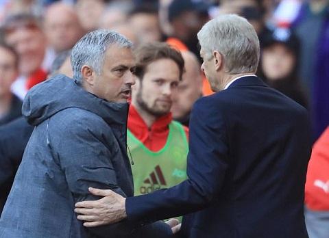 Mourinho vẫn đả kích Wenger dù thua trận