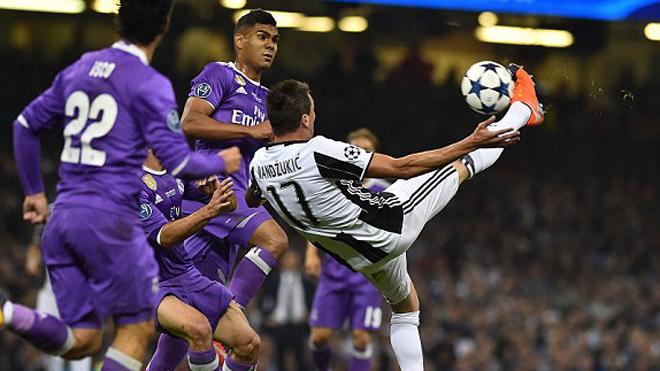 CĐV phát cuồng trước siêu phẩm của Mandzukic vào lưới Real Madrid