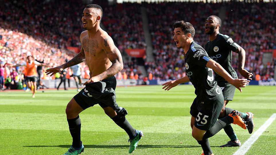 Video clip highlights bàn thắng Southampton 0-1 Man City: Jesus giúp Man City cán mốc 100 điểm